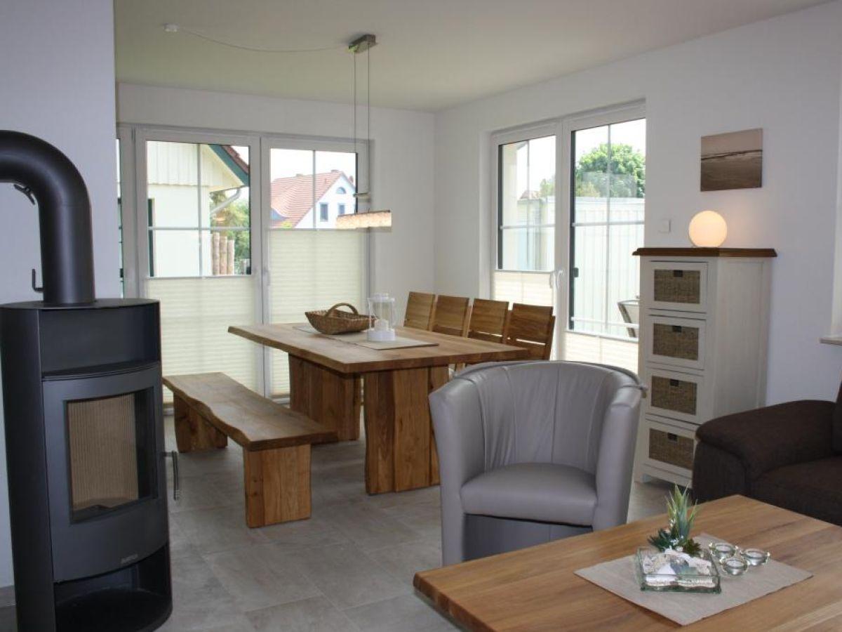 Blick auf Ofen und Essbereich Haus Schifferkaten Zingst